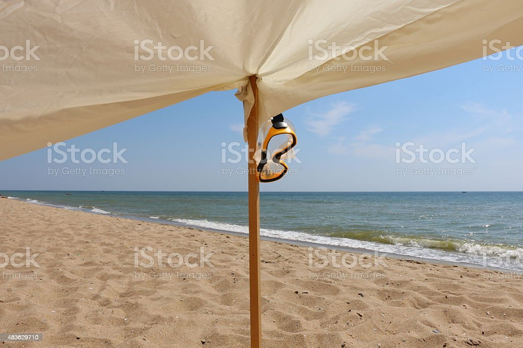 beachside hammock royalty free stock photo beachside hammock stock photo   istock  rh   istockphoto