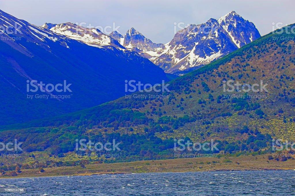 Canal de Beagle e a Cordilheira dos Andes, Ushuaia - Terra do fogo, Argentina - foto de acervo