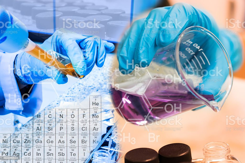 Beaker in scientist hand, fill chemical into test tube scientist - foto de stock