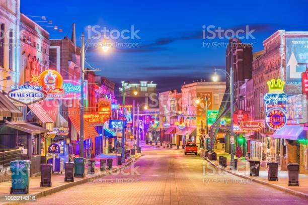 Beale street memphis tennessee picture id1093214316?b=1&k=6&m=1093214316&s=612x612&h=pzcmuqnc8qbv7rdtwhmunwadomalobsoggzcbd22fa4=