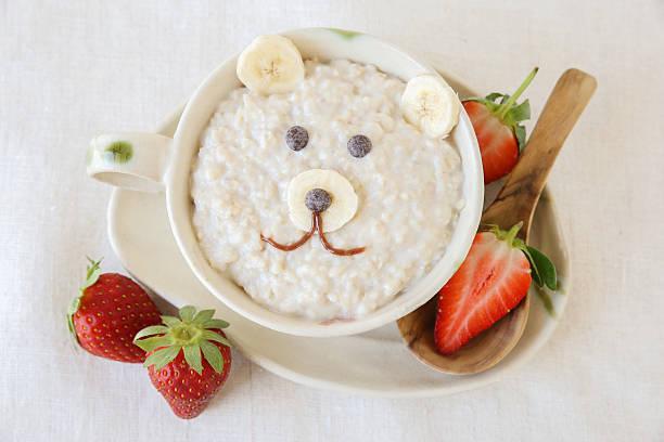 bear porridge breakfast , food art for kids - getreidebrei stock-fotos und bilder