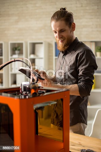 886646936 istock photo Bearded Designer Using 3D Printer 886647004