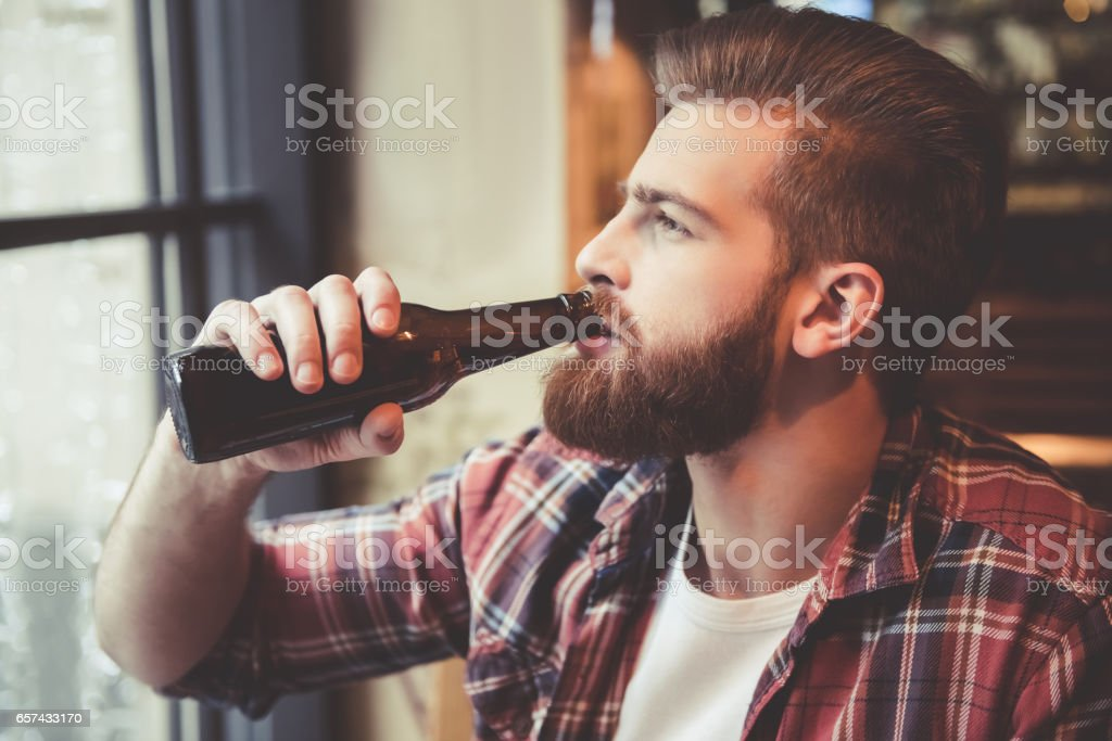 Bearded man at the pub – Foto
