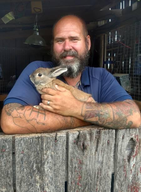 bärtiger mann mit kaninchen - alte tattoos stock-fotos und bilder
