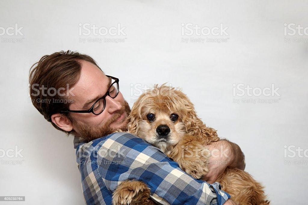 Bearded man in eyeglasses hugging a sad dog – Foto