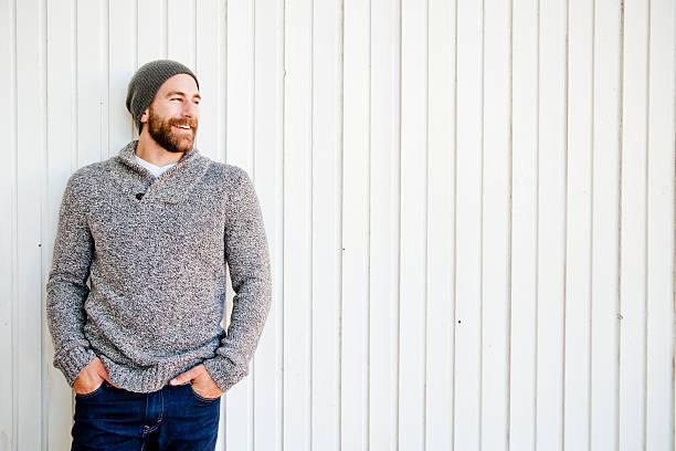 barbudo riendo - moda de invierno fotografías e imágenes de stock