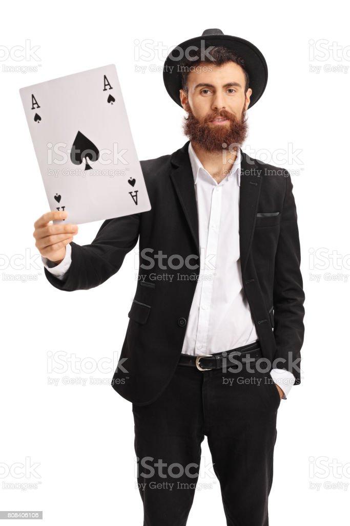 Bearded man showing an ace of spades card – zdjęcie
