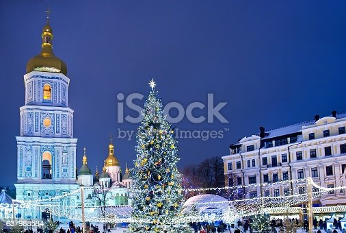 istock Beatiful view of Christmas on Sophia Square in Kyiv, Ukraine. 637988584