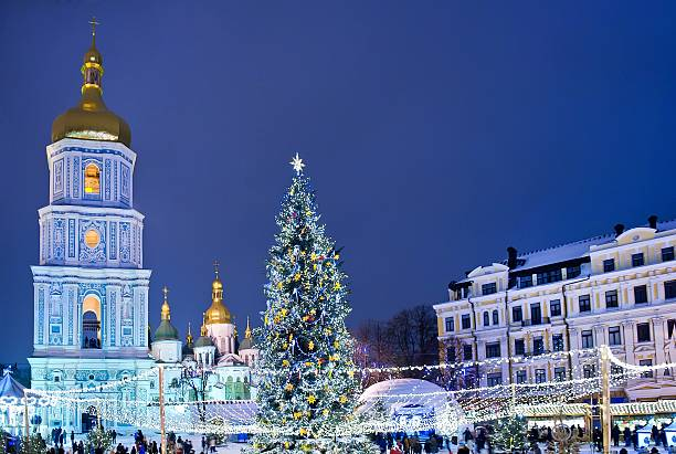 beatiful view of christmas on sophia square in kyiv, ukraine. - ukrayna stok fotoğraflar ve resimler