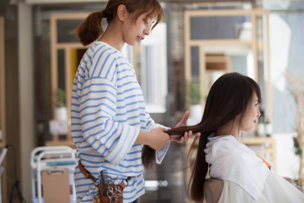 美容師と客 - 美容院 ストックフォトと画像