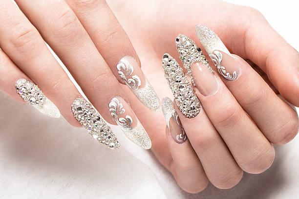 beautifil wedding manicure for the bride in gentle tones with - brautstyling stock-fotos und bilder