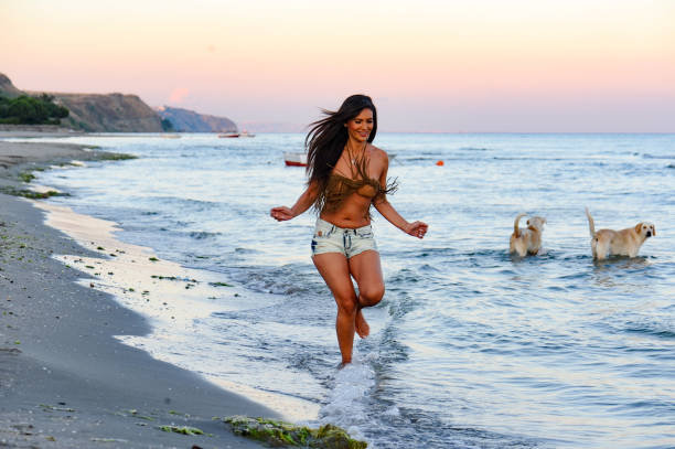 Beautifu woman running on the beach picture id669907810?b=1&k=6&m=669907810&s=612x612&w=0&h=a3sbbtuv0ft 1tkrr8qo9wkrwhtdjjzwczmqanhswni=
