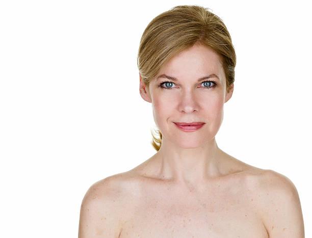 hermosa una mujer de 50 años de edad - desnudos fotografías e imágenes de stock