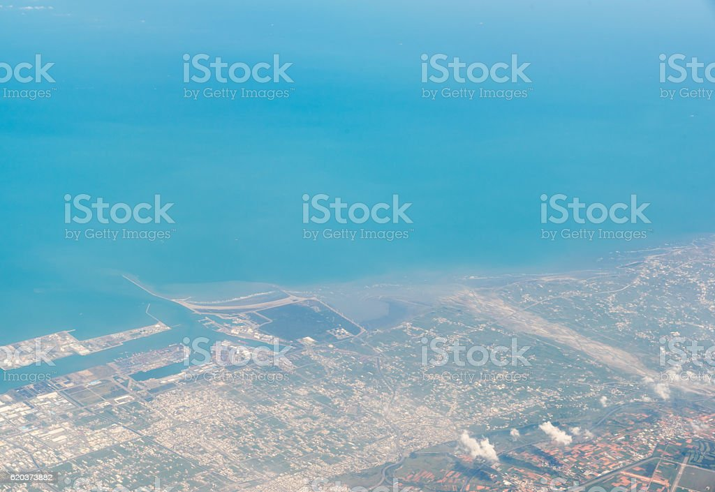 Beautiful aerial view over an Island from the airplane foto de stock royalty-free