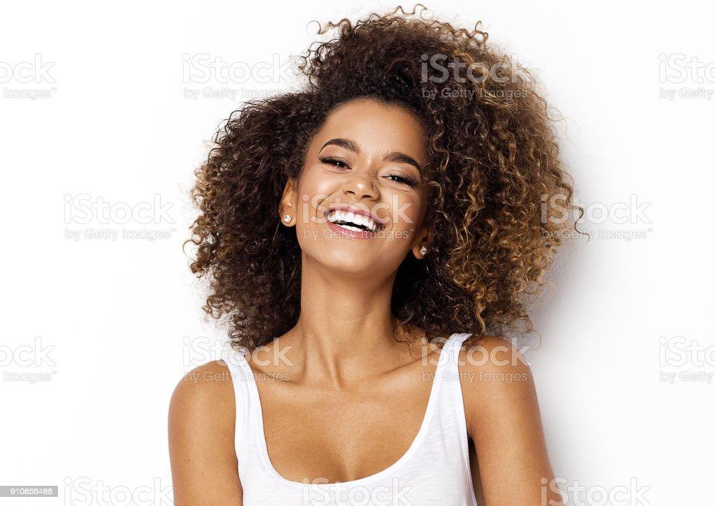 Hermosa modelo mujer afroamericana foto de stock libre de derechos