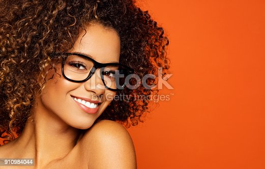 876629044istockphoto Beautiful african american female model 910984044
