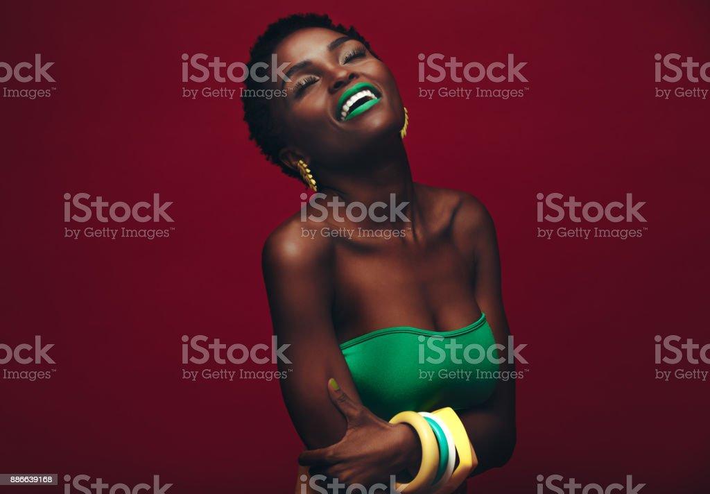 Belle femme africaine avec maquillage vive - Photo