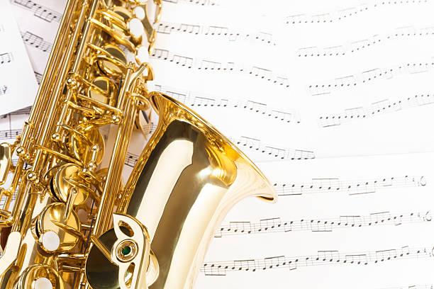 wunderschöne altsaxophon mit detaillierten schlüssel, bell - altsaxophon stock-fotos und bilder