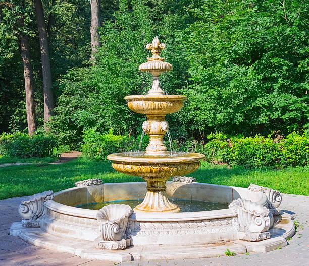 Wunderschöne alte Brunnen – Foto