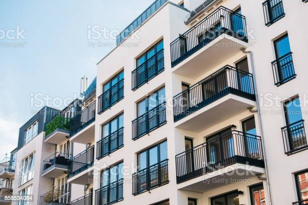 Schöne Und Saubere Wohnung Gebäude Stockfoto und mehr Bilder von Architektur