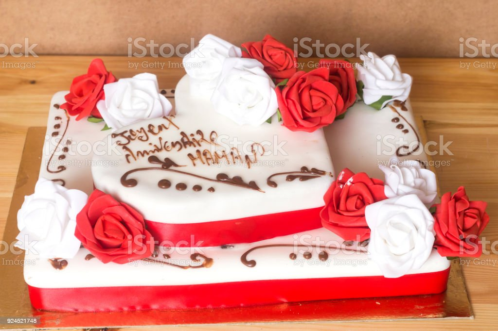 Brilliant Beautiful And Delicious Cake With Happy Birthday Mom Text Funny Birthday Cards Online Alyptdamsfinfo