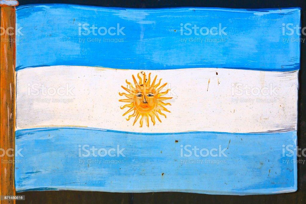 Hermosa bandera Argentina ondeando pintada en una piedra en un público trail – Puerto Iguazú - Argentina - foto de stock