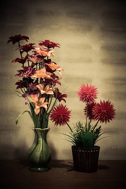 Schöne künstliche Blumen und retro-filter-Effekt – Foto