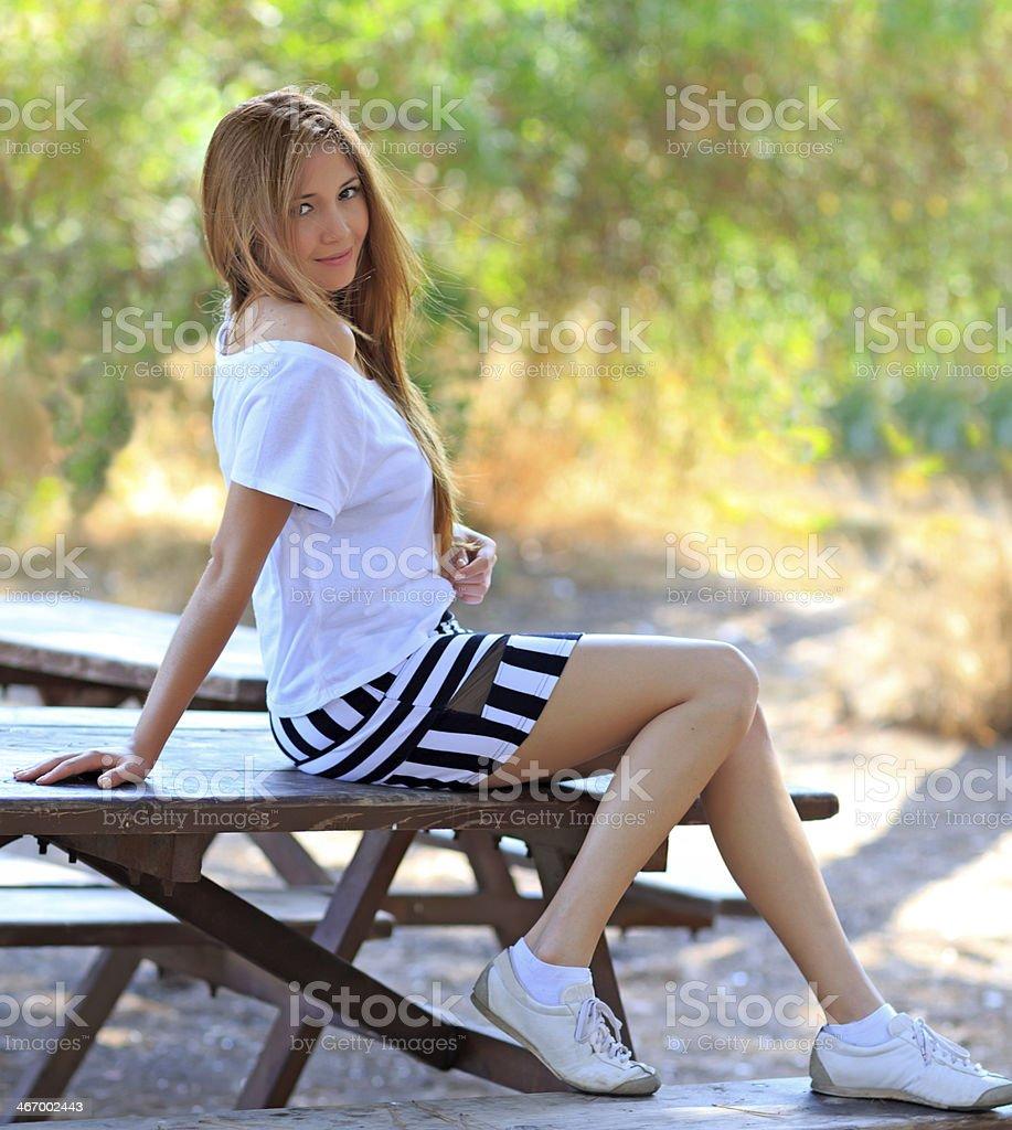 Хотят очень красивая девушка в мини трусиках крупным