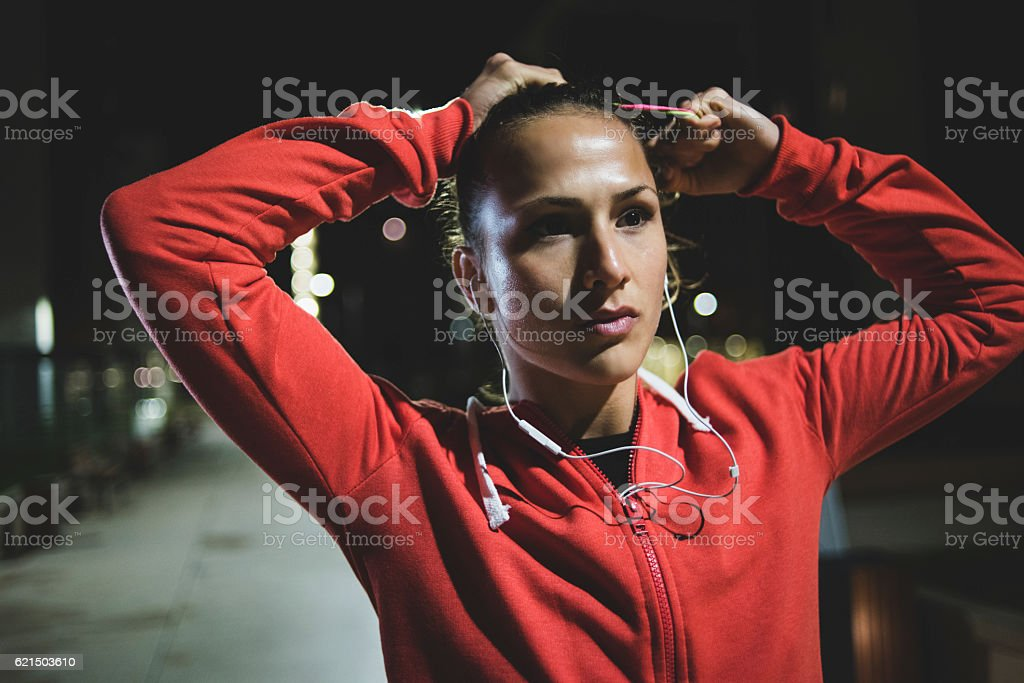 Beautiful athlete tying her hair before exercise photo libre de droits