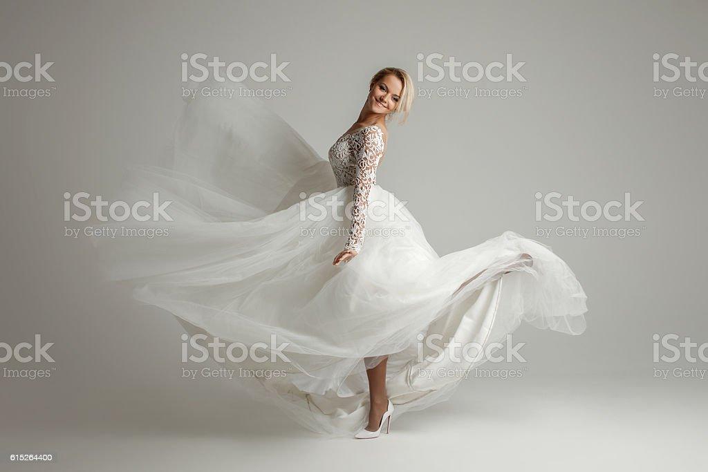Beautiful attractive bride in wedding dress with long full skirt - foto de stock