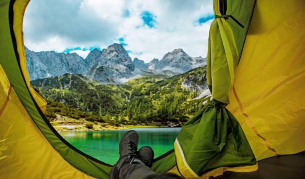 Schöne österreichische Landschaft Blick aus dem Zelt gesehen – Foto