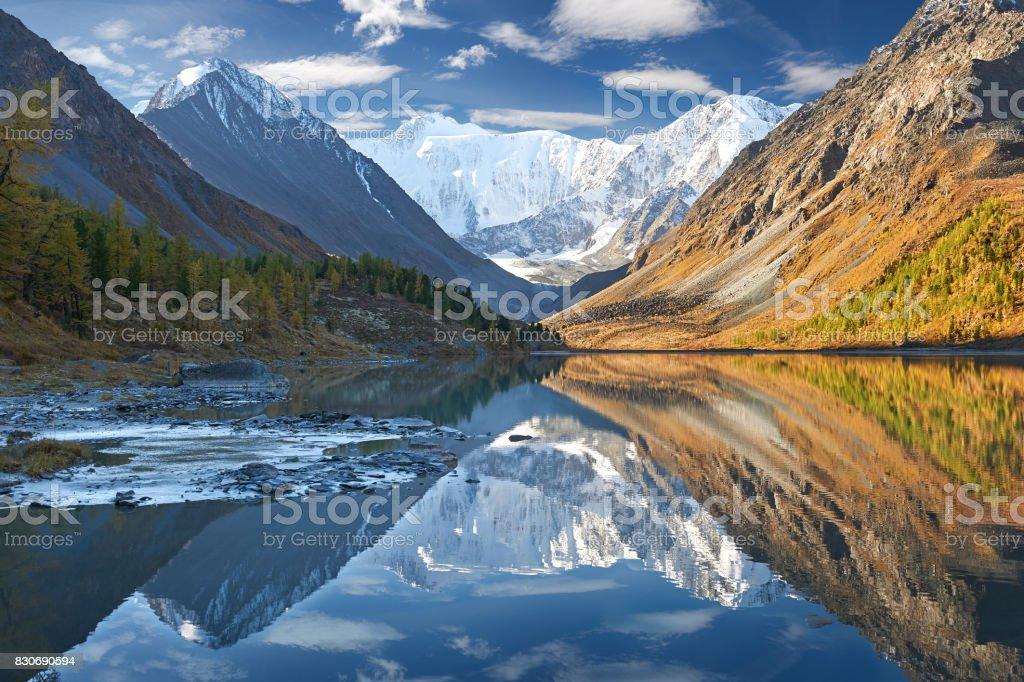 Wunderschöne Herbstlandschaft, Altai-Gebirge Russland. – Foto