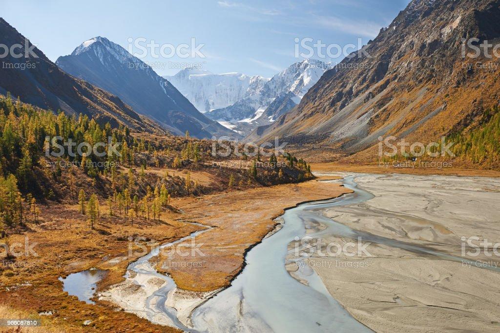 Beautiful autumn landscape, Altai mountains Russia. - Стоковые фото Altai Nature Reserve роялти-фри