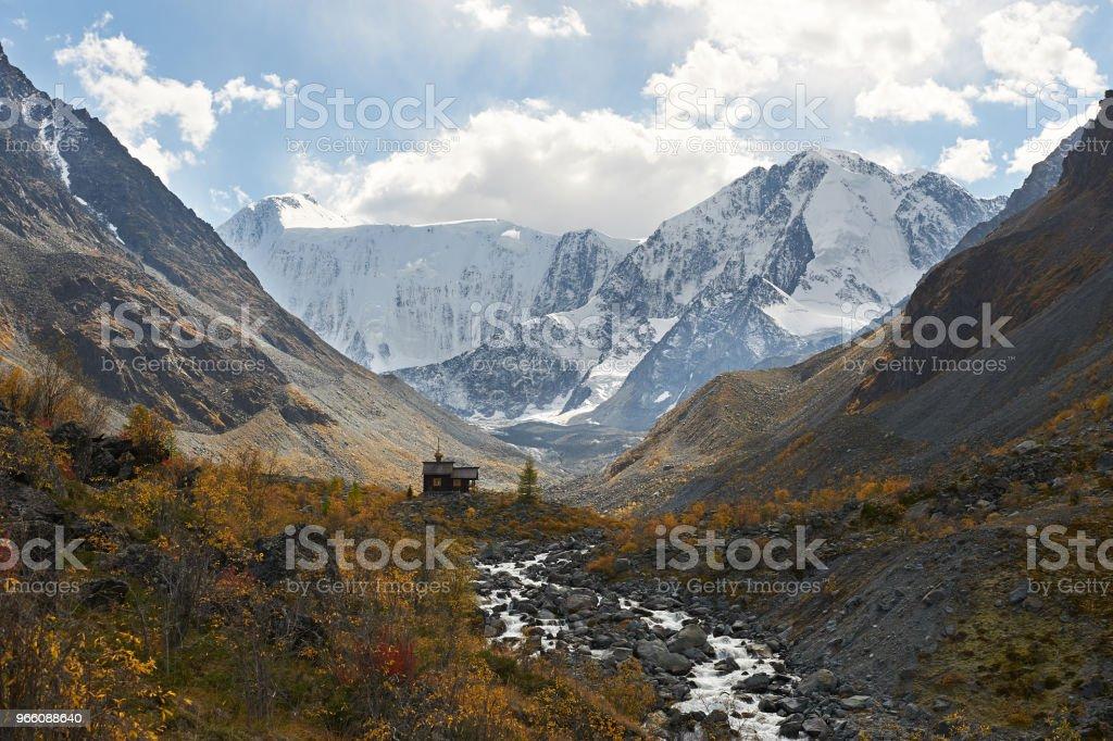 Beautiful autumn landscape, Altai mountains Russia. - Royalty-free Amarelo Foto de stock