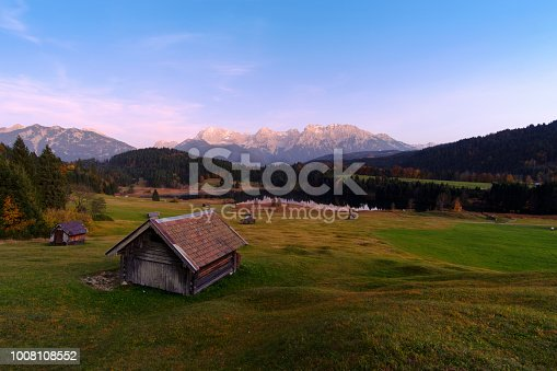 876420064istockphoto Beautiful autumn view near Wagenbruchsee (Geroldsee) lake 1008108552