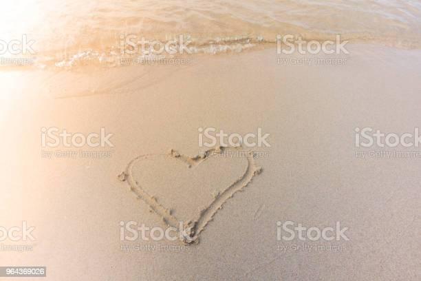 Foto de Praia De Fundo Bonito Com Coração No Verão e mais fotos de stock de Amor