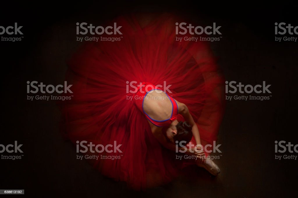 beautiful ballerina woman laying on her knee with beautiful red tutu - foto de stock