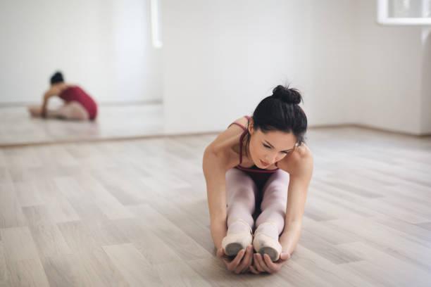 Schöne Balletttänzerin üben – Foto