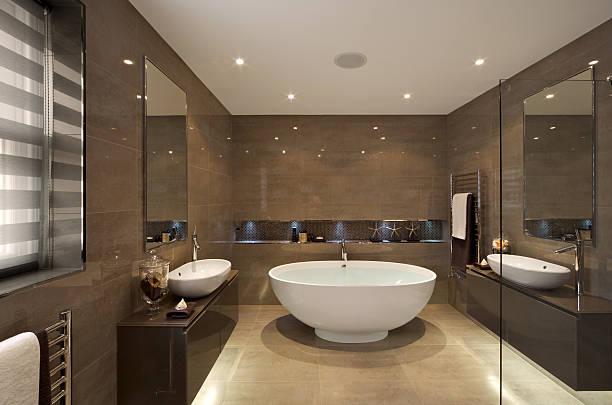 Hermoso baño de la suite - foto de stock