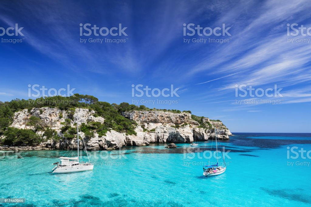 Beautiful bay in Mediterranean sea with sailing yachts - foto stock