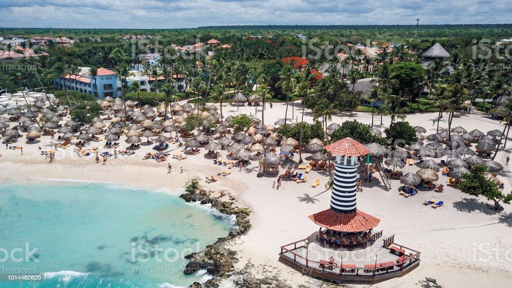 Hermosa playa en un resort en el Caribe. Vista aérea - foto de stock