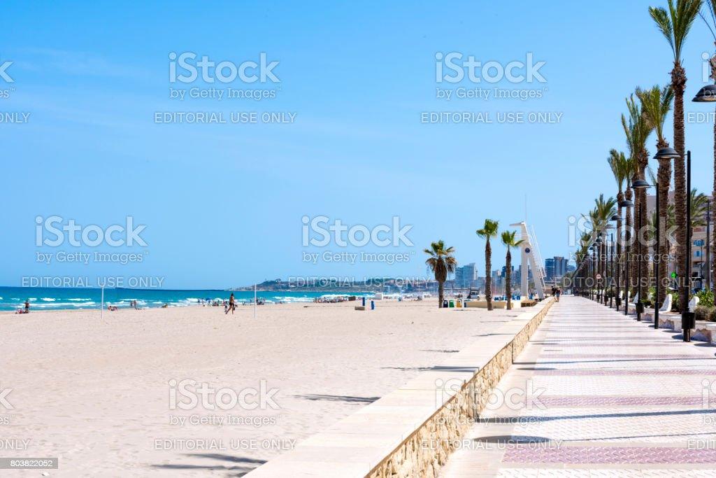 Hermosa playa en Alicante, España - foto de stock