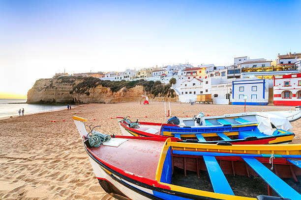 Beautiful beach in Carvoeiro, Algarve, Portugal - foto de stock