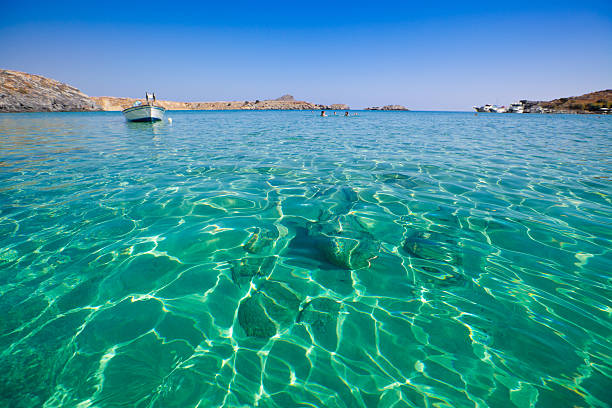 schöner strand in griechenland - ägäische inseln stock-fotos und bilder
