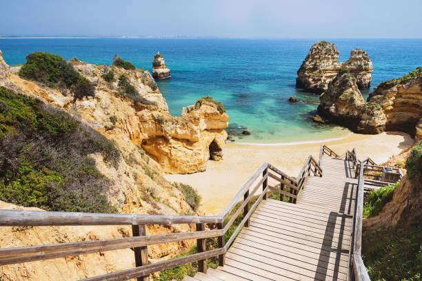 Hermosa playa en la costa del Algarve, Portugal - foto de stock