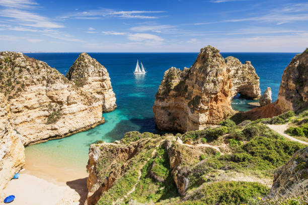 Hermosa playa en la costa del Algarve, Portugal - foto de stock