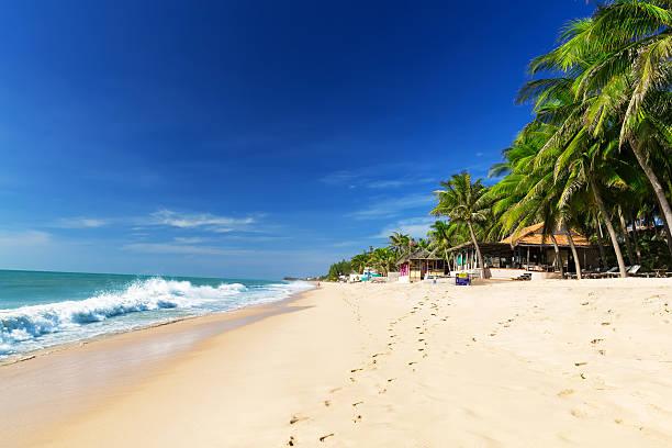 Schöner Strand mit blauer Himmel – Foto
