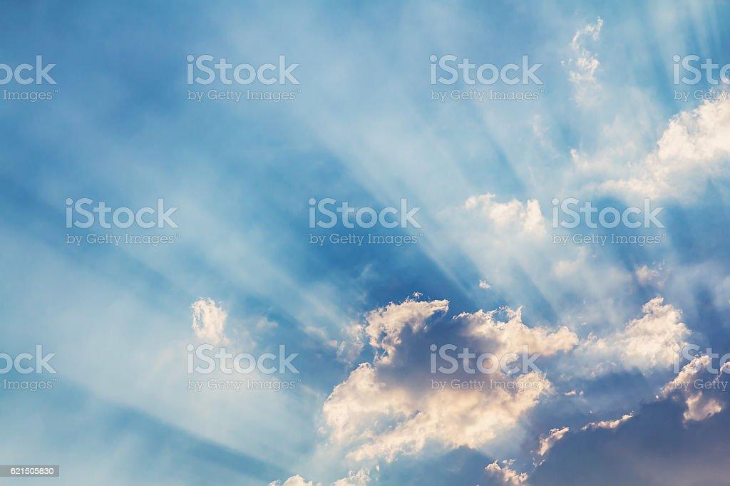 Wunderschöne Lichtstrahl und den Wolken Lizenzfreies stock-foto