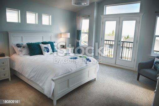 istock Beautiful Bedroom 180809161