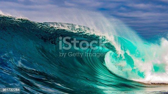 istock Beautiful big wave crashing 951732284
